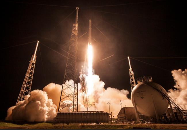 Tên lửa Falcon 9 mang theo vệ tinh JCSAT-16.