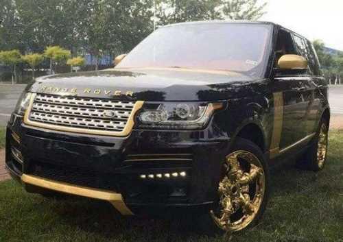 Chiếc SUV độ theo phong cách dát vàng. Ảnh: Quảng Hưng.
