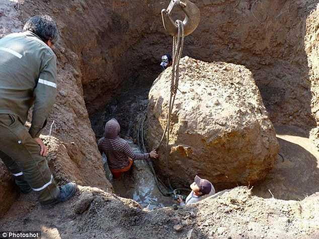 Phát hiện thiên thạch 30 tấn đâm vào Trái đất - ảnh 1