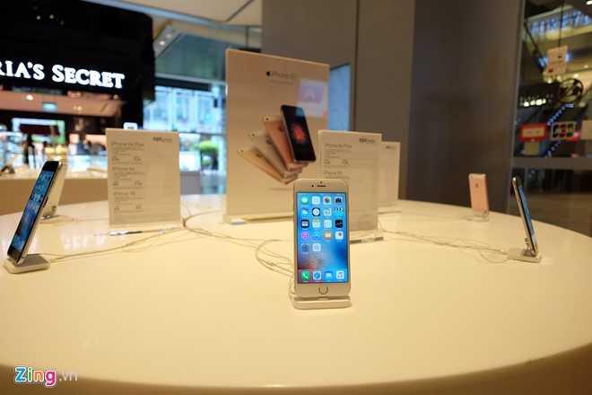 Nguoi Viet xep hang mua iPhone 7 truoc 2 ngay o Singapore hinh anh 6