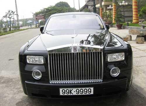 Rolls-Royce Phantom mang biển số Bắc Ninh tứ quý 9 từng một thời bùng lên tranh cãi vì tính xác thực.