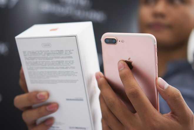 iPhone 7, 7 Plus loan gia tai Viet Nam hinh anh 1