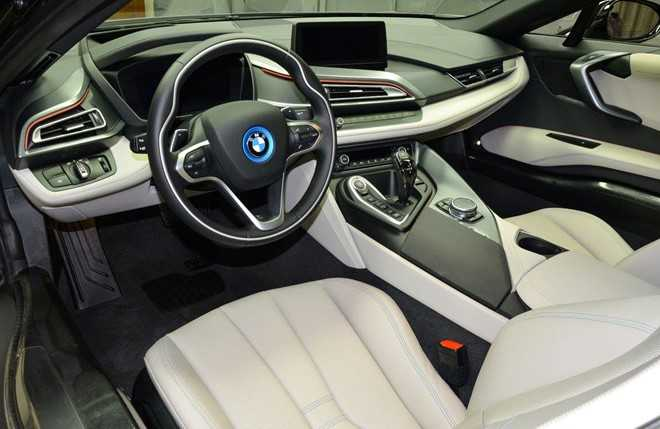 BMW i8 do chinh hang mau doc tai Abu Dhabi hinh anh 4