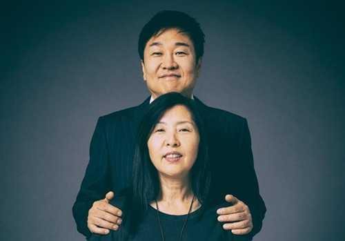 Vợ chồng Do Won Chang và Jin Sook. Ảnh: Forbes