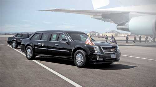 Xe limousine phiên bản 2017dành cho tântổng thống Mỹ dự kiến vay mượn các chi tiết thiết kế từ mẫu Escalade. Ảnh xe theo hình dung của Autoweek.