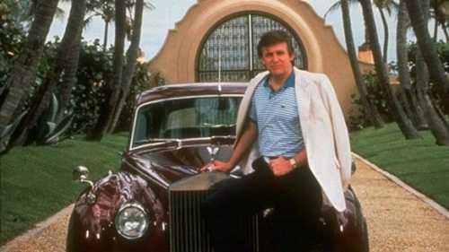 Hình ảnh Trump thời trẻ bên chiếc Rolls Royce. Ảnh: RMAutobuzz