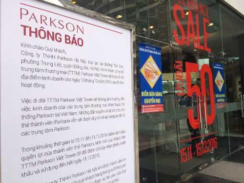Biển thông báo di dời địa điểm kinh doanh trung tâm thương mại Parkson Viet Tower từ 15/12 tới.