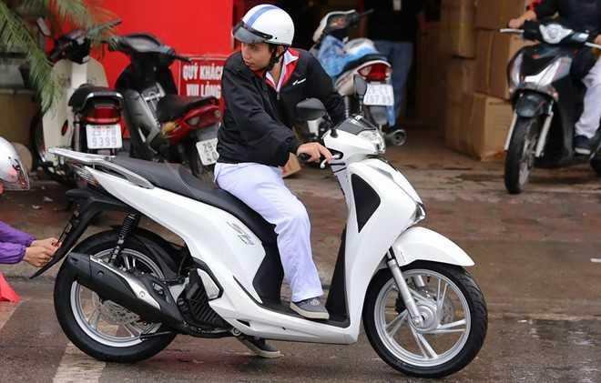 Honda SH 150i ABS 2017 lan banh voi 110 trieu dong o Ha Noi hinh anh 1