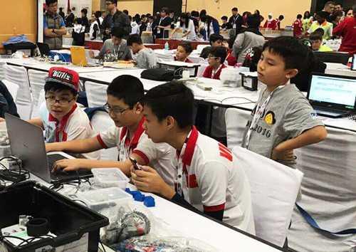 Đội Việt Robot 1 thi đấu tại Ấn Độ. Ảnh:LegoEducationVN