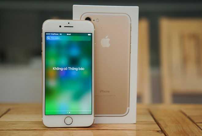 Giam gia sau, iPhone 7 khoa mang bat dau hut khach hinh anh 1