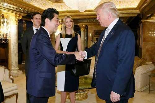 Ông Shinzo Abe và ông Donald Trump gặp nhau tại New York tháng trước. Ảnh: AFP