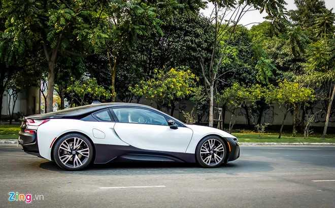 Anh dep xe the thao 7 ty BMW i8 tren duong pho Viet Nam hinh anh 3