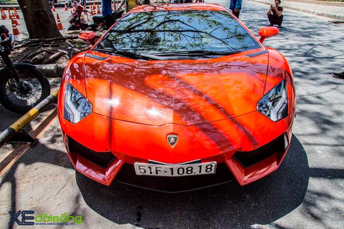 Ngắm siêu bò Aventador LP700-4 của đại gia ngành Y khoe sắc trên phố Sài Gòn ảnh 1