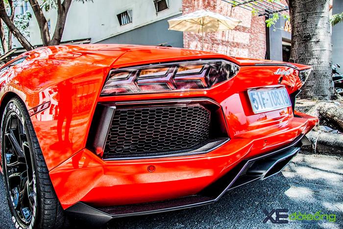 Ngắm siêu bò Aventador LP700-4 của đại gia ngành Y khoe sắc trên phố Sài Gòn ảnh 4