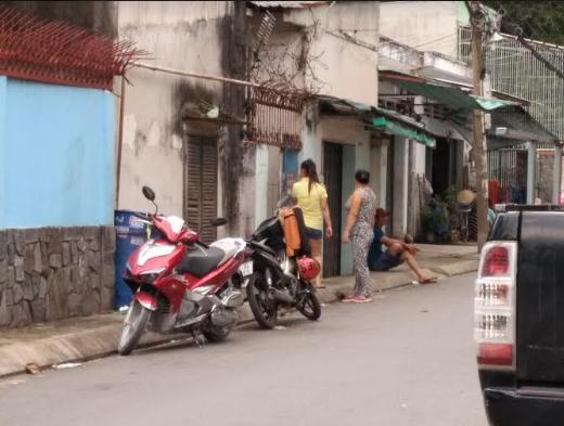 TP HCM: Vợ bị chồng lột đồ ngoài đường và tra khảo - Ảnh 1.
