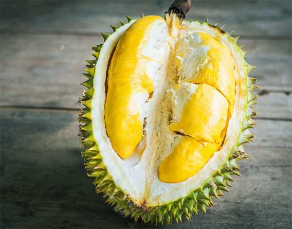 Tăng lượng đường trong máu: Sầu riêng là loại trái cây giàu đường tự nhiên, vì vậy những người bị bệnh tiểu đường cần ăn hạn chế để kiểm soát nồng độ glucose trong máu.