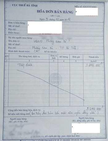 Hóa đơn ghi nợ giữa chủ nhà hàng và UBND phường Nam Hà cách đây 1 năm. Ảnh: Đ.H
