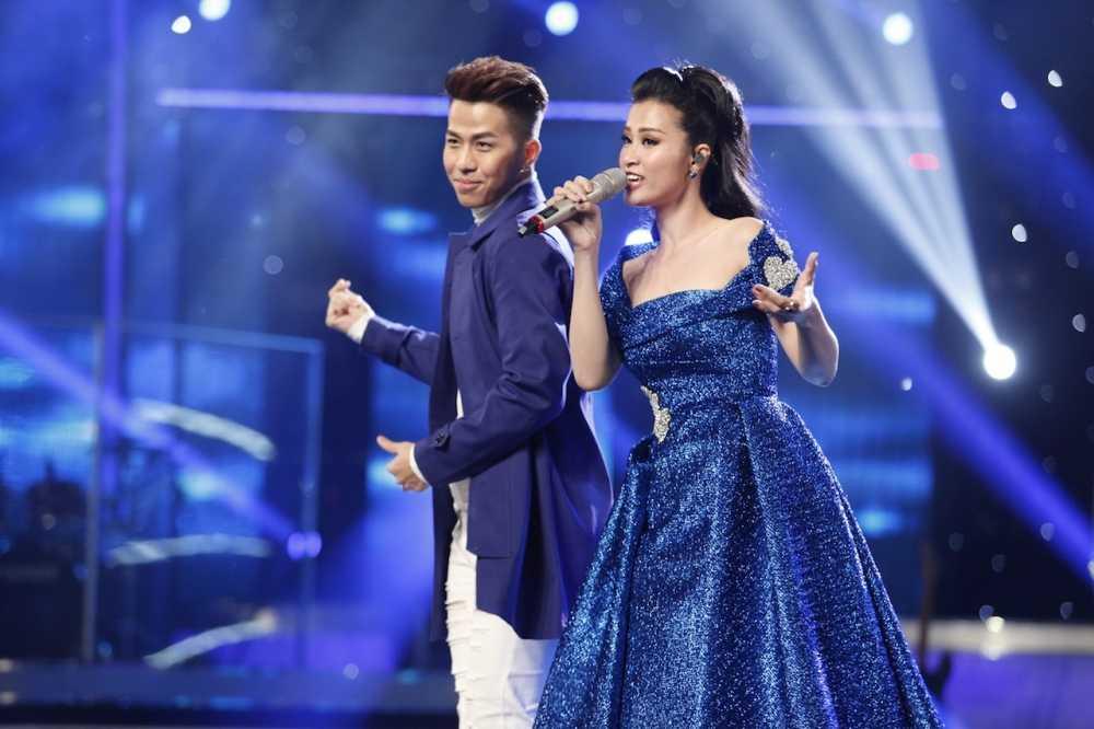 Dong Nhi trinh dien tren san khau Vietnam Idol (1)