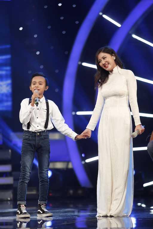 Van Mai Huong & Ho Van Cuong trinh dien bai hat Di hoc4