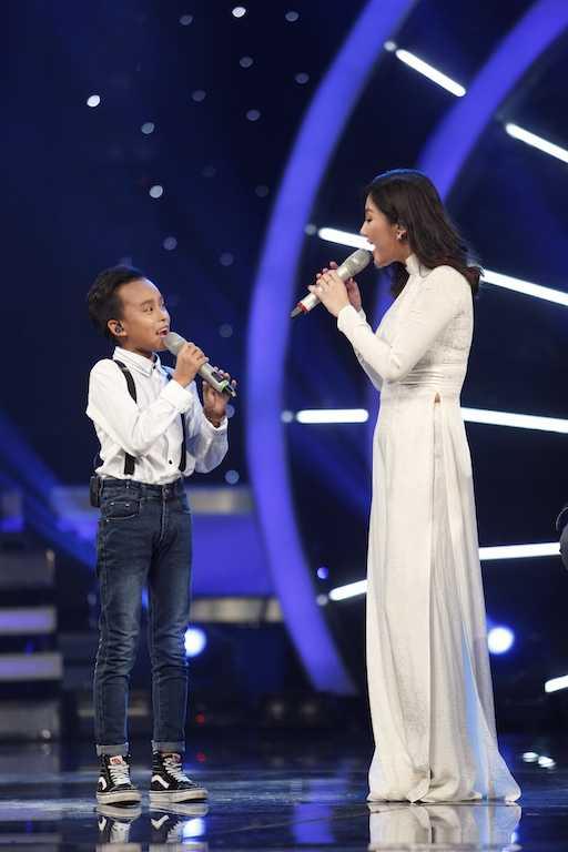 Van Mai Huong & Ho Van Cuong trinh dien bai hat Di hoc5