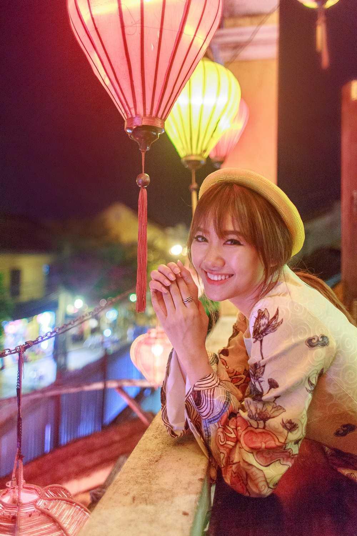 Nhân dịp trung thu, Hari Won và ekip đã thực hiện bộ ảnh mới, với tà áo dài cách tân đầy thanh lịch và duyên dáng.
