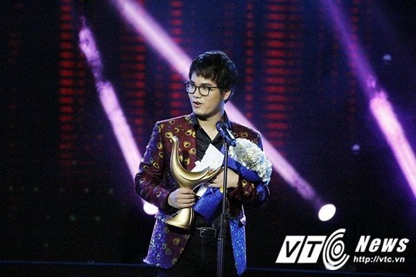 Hinh anh Dong Nhi mang chan dat, hat live sieu pham 'Xin anh dung' 9
