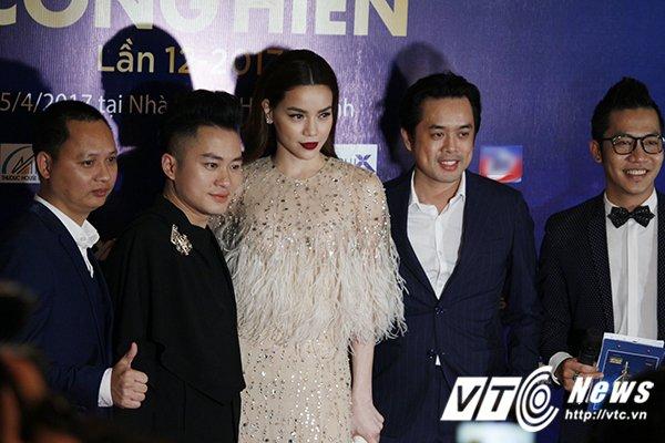 Hinh anh Ho Ngoc Ha tran tinh khong phai vi 'chuyen chen ep' ma 'trang tay' tai giai Cong hien 5