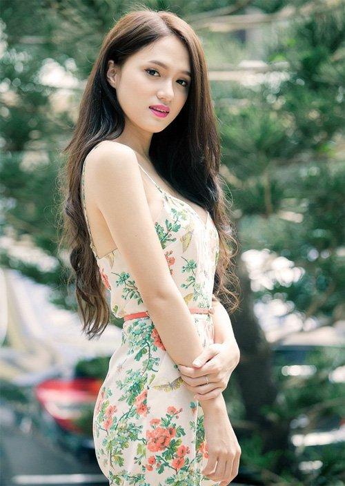 Hinh anh Nghe si Viet buc xuc voi cach hanh xu vo van hoa cua Huong Giang Idol 10