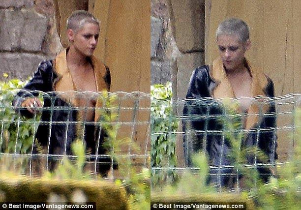 Kristen Stewart quá táo bạo khi chỉ mặc mỗi áo khoác để che vòng 1 trước nhiều con mắt - Ảnh 3.