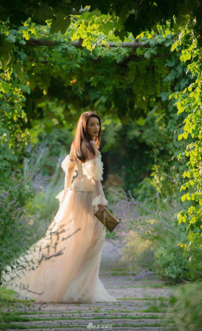 U41, Thư Kỳ vẫn đẹp mong manh tựa công chúa bước ra từ truyện cổ tích - Ảnh 4.