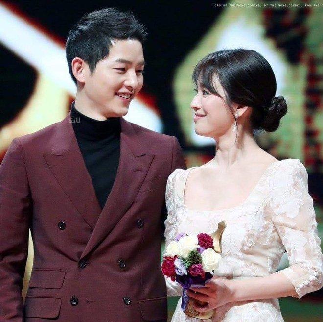 Tiết lộ lời tỏ tình của Song Joong Ki: Điều anh muốn không phải là cùng em hẹn hò hay chỉ đơn thuần yêu đương, mà chính là muốn kết hôn với em - Ảnh 1.