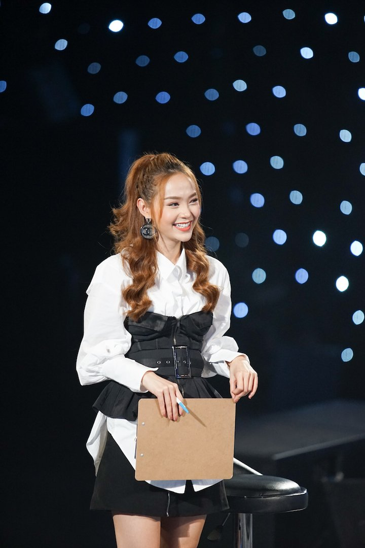 Minh Hang rang ro khi tap luyen cung thi sinh cua Idol Kids 4