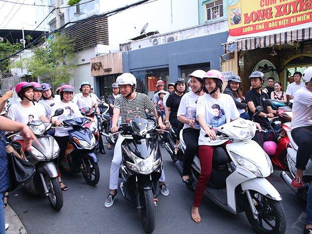 Sau sự hào nhoáng bên ngoài của showbiz, vẫn có những sao Việt giản dị đi xe máy, ăn mì tôm giản dị không tưởng! - Ảnh 6.