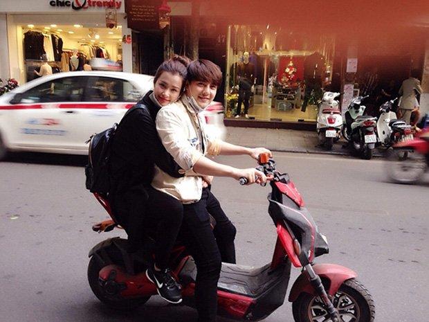 Sau sự hào nhoáng bên ngoài của showbiz, vẫn có những sao Việt giản dị đi xe máy, ăn mì tôm giản dị không tưởng! - Ảnh 7.