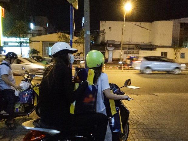 Sau sự hào nhoáng bên ngoài của showbiz, vẫn có những sao Việt giản dị đi xe máy, ăn mì tôm giản dị không tưởng! - Ảnh 14.