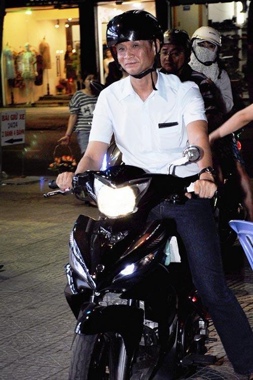 Sau sự hào nhoáng bên ngoài của showbiz, vẫn có những sao Việt giản dị đi xe máy, ăn mì tôm giản dị không tưởng! - Ảnh 11.