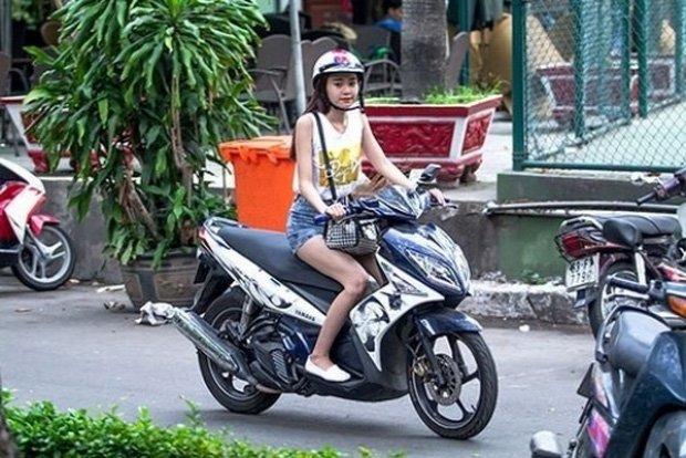 Sau sự hào nhoáng bên ngoài của showbiz, vẫn có những sao Việt giản dị đi xe máy, ăn mì tôm giản dị không tưởng! - Ảnh 12.