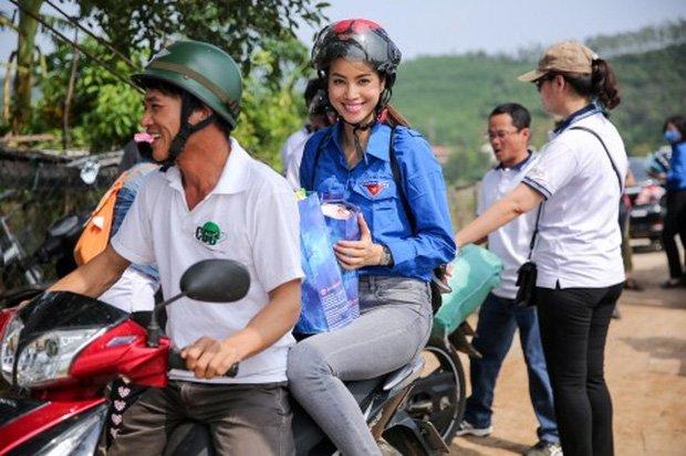 Sau sự hào nhoáng bên ngoài của showbiz, vẫn có những sao Việt giản dị đi xe máy, ăn mì tôm giản dị không tưởng! - Ảnh 16.