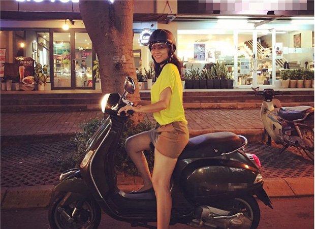 Sau sự hào nhoáng bên ngoài của showbiz, vẫn có những sao Việt giản dị đi xe máy, ăn mì tôm giản dị không tưởng! - Ảnh 8.