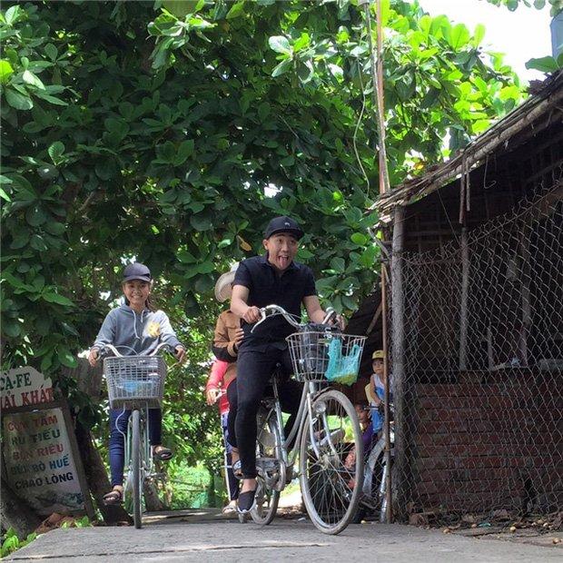 Sau sự hào nhoáng bên ngoài của showbiz, vẫn có những sao Việt giản dị đi xe máy, ăn mì tôm giản dị không tưởng! - Ảnh 5.