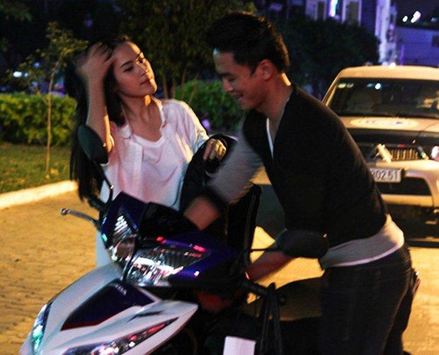 Sau sự hào nhoáng bên ngoài của showbiz, vẫn có những sao Việt giản dị đi xe máy, ăn mì tôm giản dị không tưởng! - Ảnh 9.
