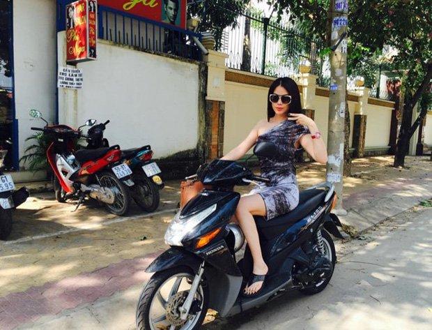 Sau sự hào nhoáng bên ngoài của showbiz, vẫn có những sao Việt giản dị đi xe máy, ăn mì tôm giản dị không tưởng! - Ảnh 10.