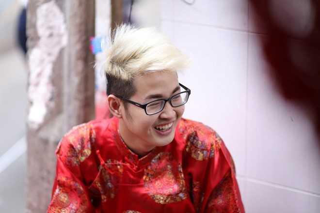 Chang trai hat giong nu gay nao loan 'Sing My Song' la ai? hinh anh 1