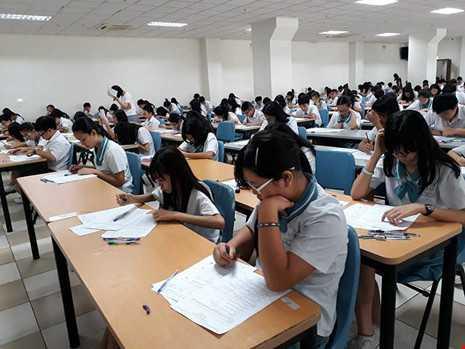 Hơn 300 học sinh lớp 9 và 10 thi chung một phòng - ảnh 1