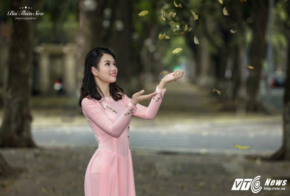 Hinh anh Hoa khoi CD canh sat nhan dan I dep nen na trong ta ao dai