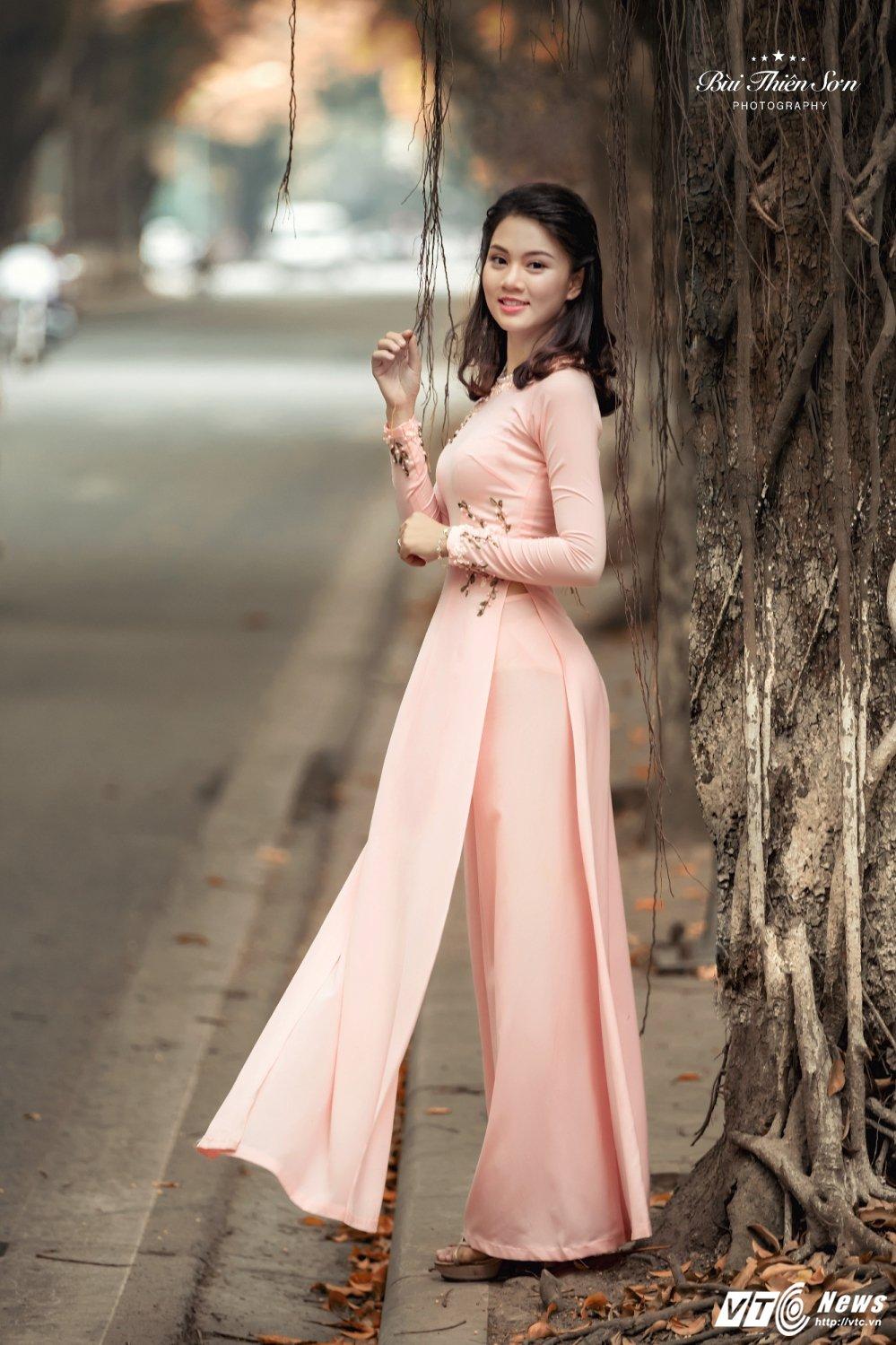 Hinh anh Hoa khoi CD canh sat nhan dan I dep nen na trong ta ao dai 4