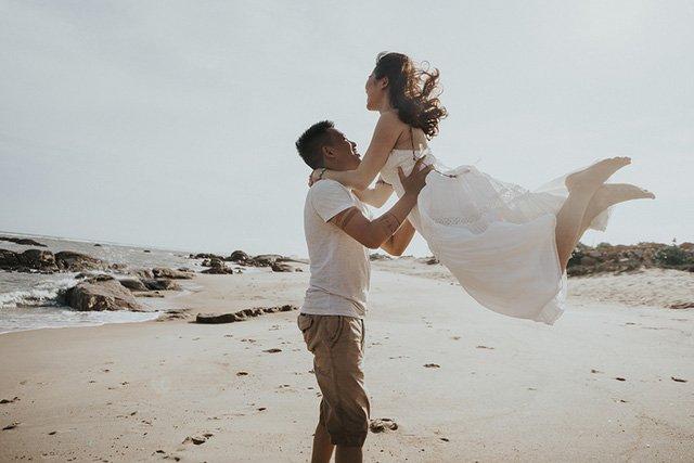 Vốn yêu thích phong cách tự do, phóng khoáng, cặp đôi Phạm Hường – Thành Công đã lặn lội bay từ Hà Nội vào Sài Gòn để thực hiện bộ ảnh cưới độc đáo mang phong cách du mục.