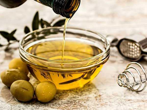 x21-1487658186-olive-oil.jpg.pagespeed.ic.PN4w26Fzb5