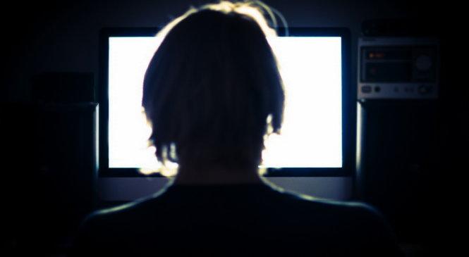 watching-computer-screen-1490171598