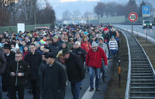 Local+Residents+Protest+Austrian+Highway+Toll+ZiSqtroKa8dl 5